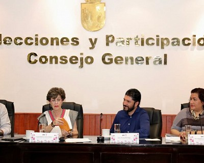 PRESENTAN EN IEPC LIBROS SOBRE DERECHO ELECTORAL CON LA PRESENCIA DE LA MAGISTRADA JANINE OTÁLORA